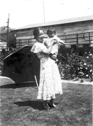 Photo of Otsuka's mother & grandmother