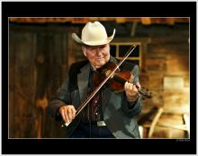 Head shot of fiddler player Johnny Gimble
