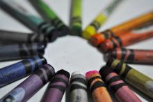 A circle of different colored crayons